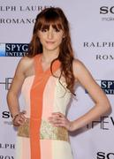 http://img170.imagevenue.com/loc101/th_917798865_BellaThorne_TheVow_HollywoodPremiere_43_122_101lo.jpg