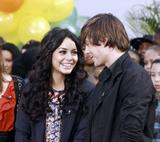 th 30944 Celebutopia Vanessa Hudgens0 Ashley Tisdale and Zac Efron in New York City 01 122 718lo Vanessa Hudgens et Zac Efron (photos)